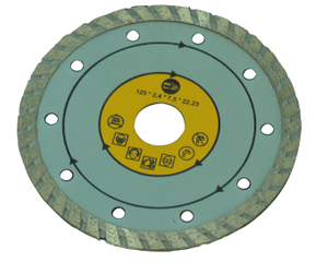 Segmented rim diamond cutting blade